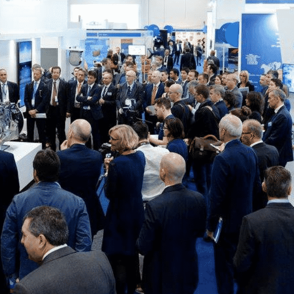 People attending DroneX Tradeshow and Conference